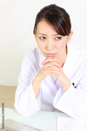 young japanese female doctor worries/悩む日本人女性医師