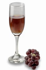 copa de vino tinto y uvas