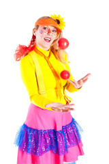 A girl dressed as Pippi Longstocking juggling