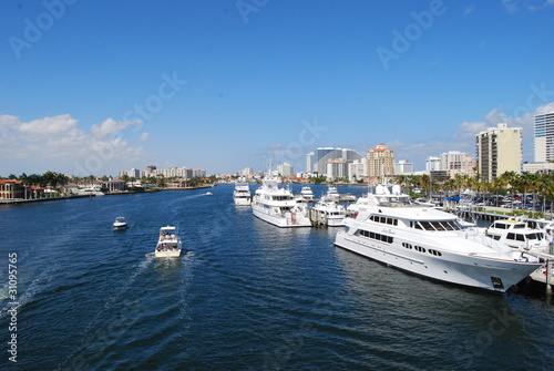 Ft.Lauderdale Luxury Yachts and Condos