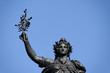 Statue de Marianne tenant une branche d'olivier. Paris. - 31097540