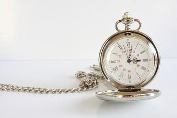 Taschenuhr Uhr Zeit Uhrzeit ticken tickt läuft 9