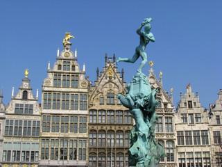 Statue de Silvius Brabo à Anvers (par Jef Lambeaux, 1887)