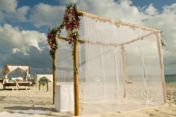 flower arrangement on wedding arch mexico
