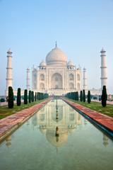 Taj Mahal at sunrise, Agra, Uttar Pradesh, India.