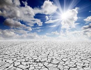 paisaje desertico con cielo azul