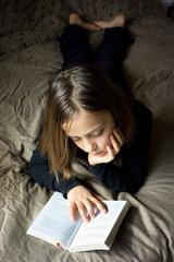 lecture sur le lit