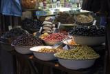 Oliven in der Medina von Fez in Marokko poster