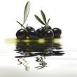 Aceitunas negras reflejadas.