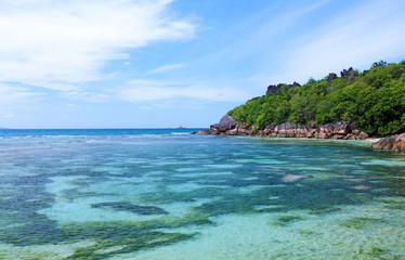 lagon tropical aux Seychelles