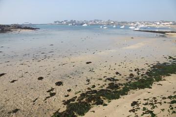 plage et port de l'ile de batz