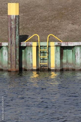 Leinwanddruck Bild Sicherheitsleiter am Kanal