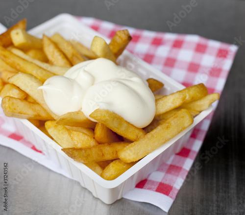 Foto op Aluminium Picknick ravier de frites sauce mayonnaise