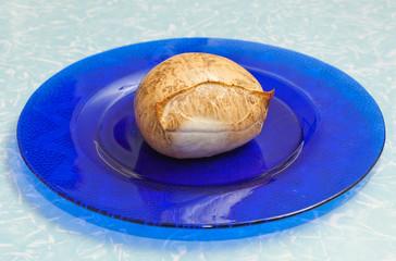 Scamorza su piatto blu