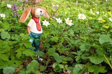 osterhase mit Blumen 2