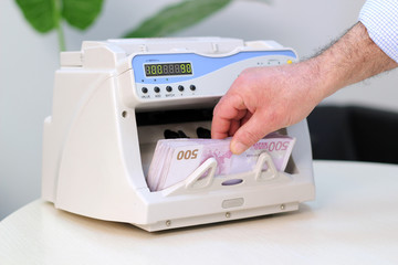 Electronic Currency Counter - 500 Euro Banknotes