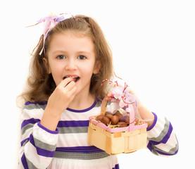 Bimba con cestino di cioccolatini Pasquali
