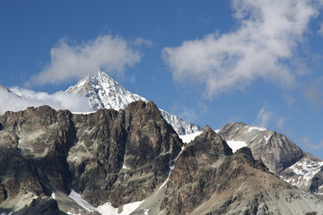 Berge mit Gipfel