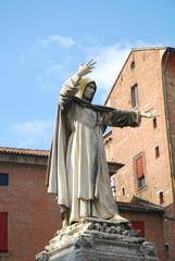 Statua di Girolamo Savonarola a Ferrara - Italia