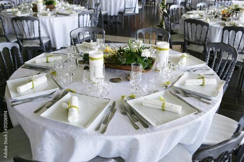table mariage de agence der photo libre de droits 31308914 sur. Black Bedroom Furniture Sets. Home Design Ideas