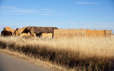 Rudere di una casa in campagna