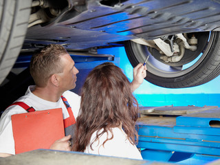 Motormechanic explaining repair and maintenance costs