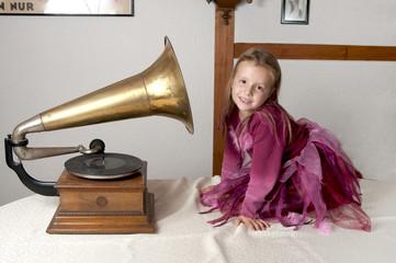 Mädchen mit Grammophon