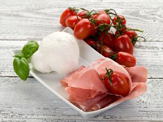 parma ham with mozzarella and tomatoes