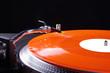 Plattenspieler mir roter Schallplatte