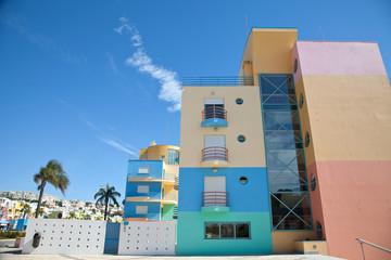 Edificios de colores en Marina de Albufeira, Portugal