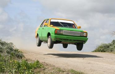autos saltando