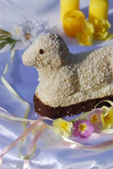 Osterlamm Kuchen selbstgebacken Tischdekoration