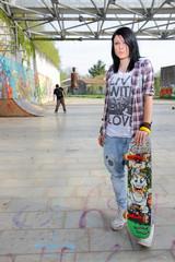 ragazza in skatepark