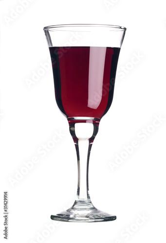 Rotwein im Glas als Freisteller
