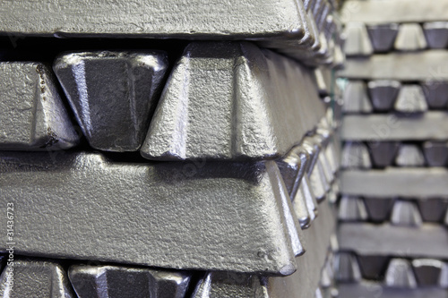 buffer stock of aluminum bars - 31436723
