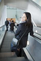 Frau in der Metro