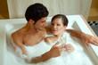 Paar bei Wellnessbehandlung