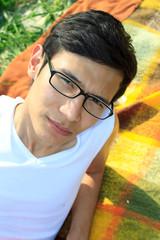 giovane uomo asiatico