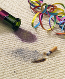 kaputter teppich nach party