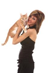 Portrait d'une jeune femme et son chaton
