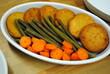 medaglioni di salmone zenzero e patate con verdure di stagione