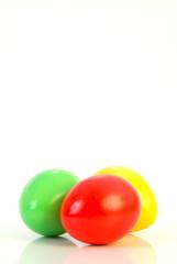 Drei Ostereier in grün,rot und gelb