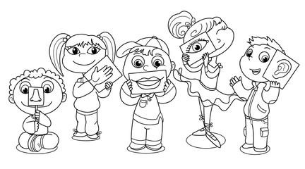 Bambini che illustrano i 5 sensi.