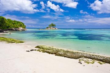 plage, lagon et îlot des Seychelles à Mahé
