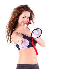 Fitnesstrainerin mit Megafon