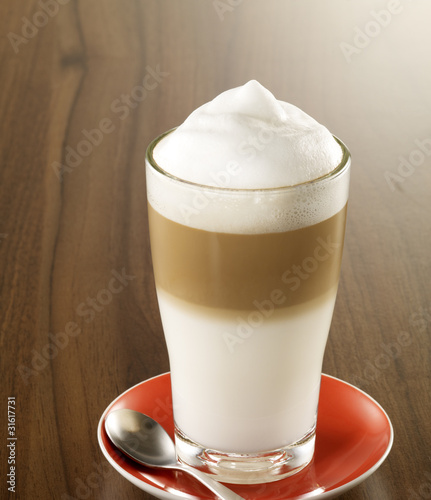Latte Macchiato mit Löffel