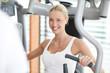 hübsche Frau im Fitnesscenter
