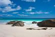 plage des Seychelles, sable blanc et blocs granitiques