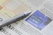 経済新聞とボールペン