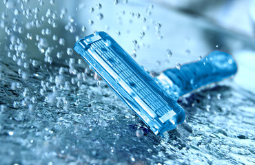 Razor with water splash